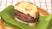 牛肉のステーキサンドの写真