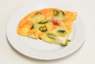 夏野菜てんこもり卵ピザ