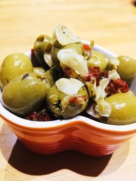 スペイン バルで食べるオリーブ