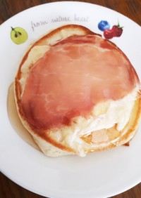 ホットケーキの生ハムチーズ