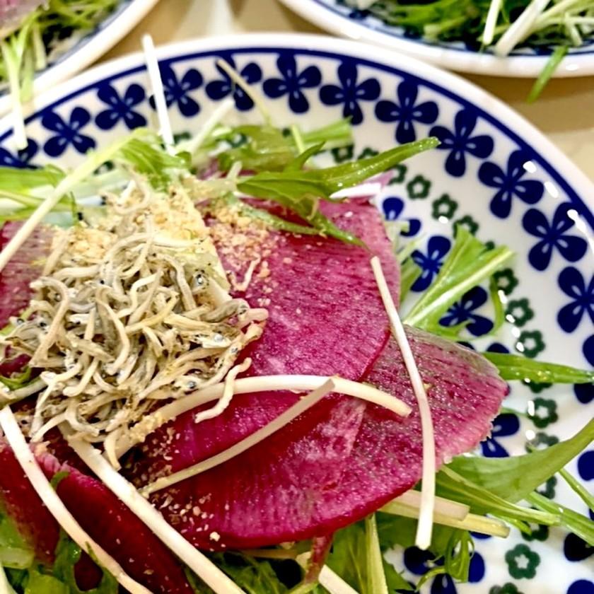 水菜と赤大根のジャコサラダ