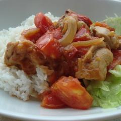鶏とトマトの赤味噌煮込み