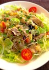 豚こまとアボカドの胡麻ドレ風味サラダ丼