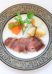 ステーキと野菜の付け合わせ