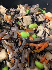 高野豆腐とひじきコンニャクの写真