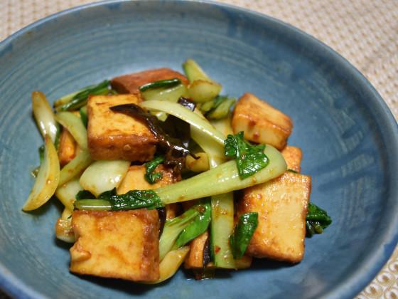 チンゲン菜と厚揚げのピリ辛炒め