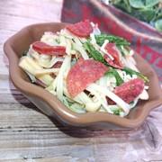レンジで簡単、水菜とえのきとサラミ和えの写真
