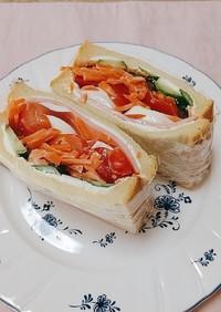 チーズクリーム入りハム野菜サンド