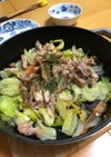 魚のアラとキャベツの蒸し炒め
