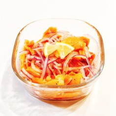 スモークサーモンと赤玉葱のマリネ
