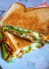 納豆卵焼き+わさび菜のホットサンド
