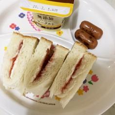 簡単朝ごはん♪いちごチーズサンドイッチ