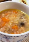 玉ねぎと人参とベーコンのコンソメスープ