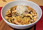 きくらげの佃煮でサンラータン麺の写真