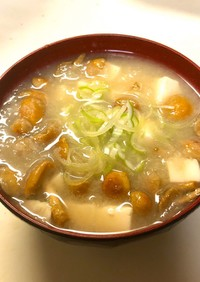 豆腐となめこおろしのお味噌汁