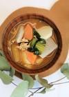 赤みそ仕立ての里芋と小松菜の豚汁