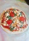 手作りトマトソースでマルゲリータ風ピザ☆