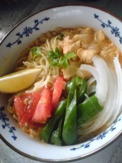 ミャンマー風★赤いラーメン夏野菜入り