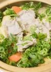 豚肉と根菜・薄揚げの赤味噌煮込みうどん鍋