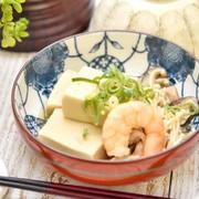 高野豆腐と海老の煮物の写真