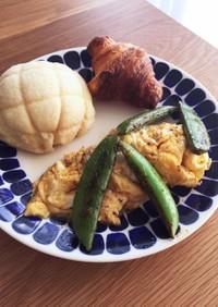 スナップエンドウと卵のマヨソテー