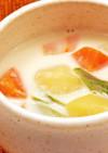 野菜とベーコンのミルクみそ汁