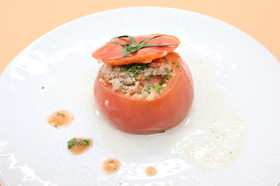 ハーブ香るトマトファルシ
