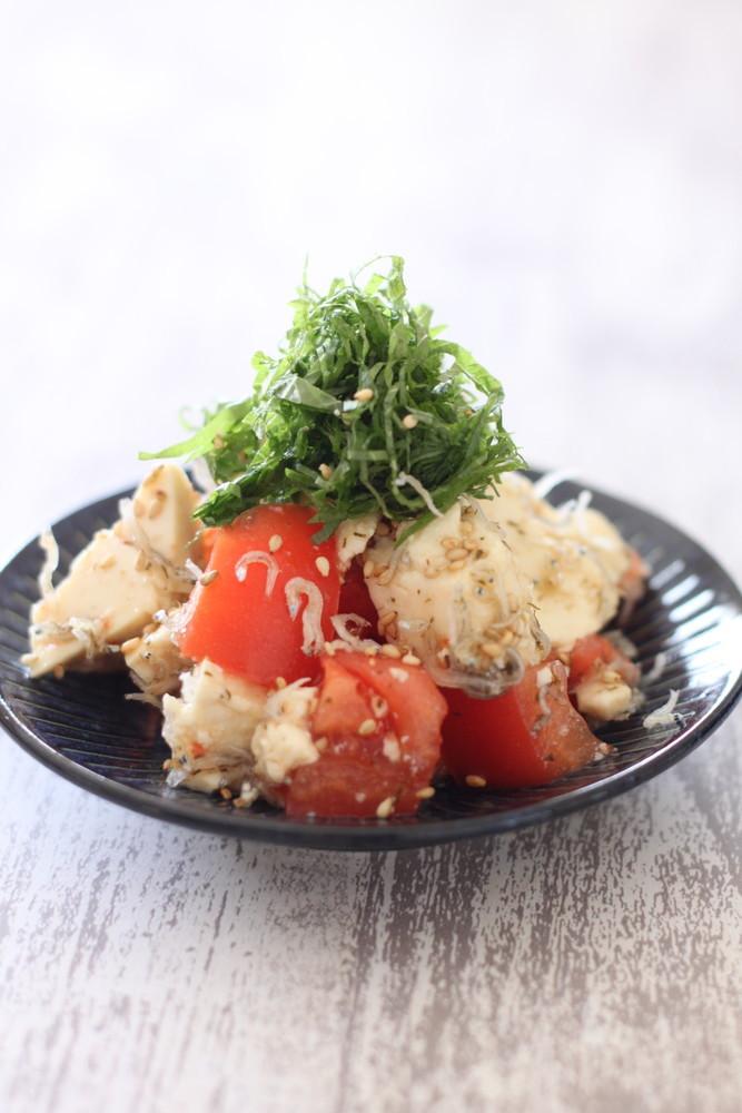 大葉とトマトのくずし豆腐サラダ