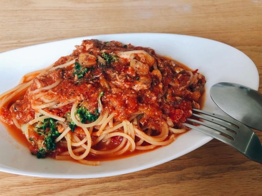さば缶使いの簡単トマトソースパスタ