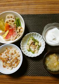 ヨウサマの減塩朝食春野菜と魚貝の煮込み㉟