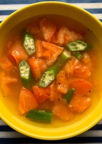 まるごとトマトとオクラのスープ