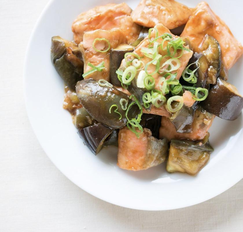 鮭とナスとごろごろ味噌炒め