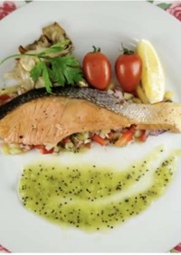 キウイフルーツと食べる鮭のソテー
