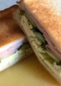 ワインにも♡クリチとハムのサンドイッチ