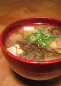 もずくと豆腐のお味噌汁。