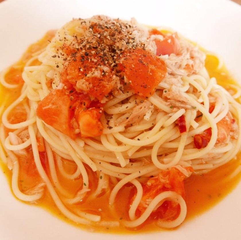 ツナとトマトのオイルパスタ