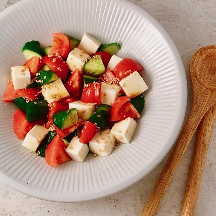 *トマトときゅうりと豆腐のサラダ*