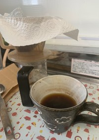 キッチンペーパーでコーヒーを入れる
