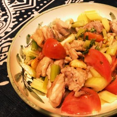 鶏もも肉とトマトのガーリック炒め