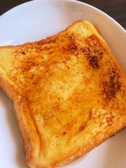 男料理 甘い耳ありフレンチトースト 朝食の写真