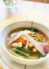朝食にお腹に優しいごぼうと大豆入りスープ