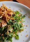 豚バラ肉と春菊のオニオンサラダ