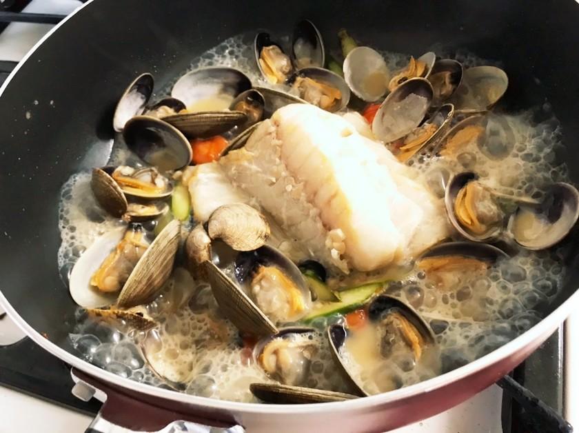 ワインに合う!鱈とアサリのアクアパッツァ