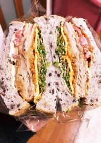 アジフライとアルファルファのサンドイッチ