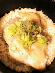 ダッチオーブンで鶏ご飯の写真