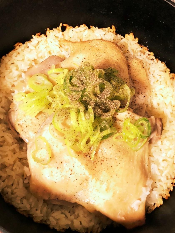 ダッチオーブンで鶏ご飯