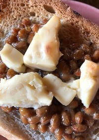 納豆とりんごクリームチーズのトースト
