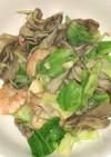 殻付海老とキャベツと舞茸のバター炒め
