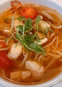 レンジで、蒸し麺で、トムヤムガイヌードル
