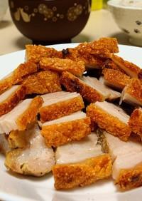ベトナムのカリカリ皮焼豚肉